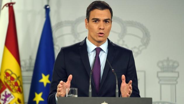 Der sozialdemokratische Premier Pedro Sanchez ist mit seinem Budgetentwurf an katalanischen und rechtskonservativen Parteien gescheitert. Nun gibt es Neuwahlen. (Bild: APA/AFP/PIERRE-PHILIPPE MARCOU)