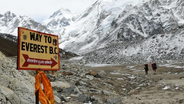 Der Weg zum Everest-Basislager (Bild: APA/AFP/PRAKASH MATHEMA)