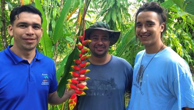 Simon Heindl aus Breitenfurt (re.) ist als Zivildiener in Costa Rica angekommen. (Bild: Mark Perry)