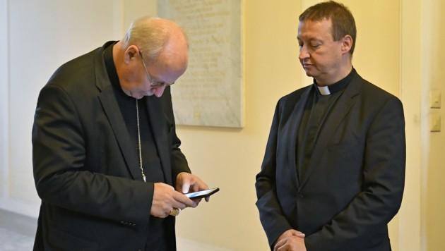Peter Schipka (re.) und Kardinal Christoph Schönborn (Bild: APA/HERBERT NEUBAUER)