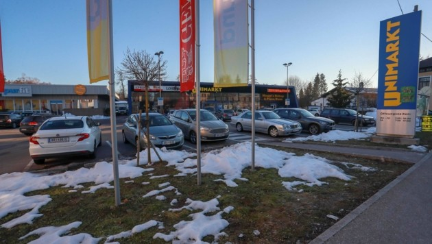 Vor dem Unimarkt in Mattighofen gibt es seit kurzem eine Parkuhr-Pflicht. (Bild: Scharinger Daniel)