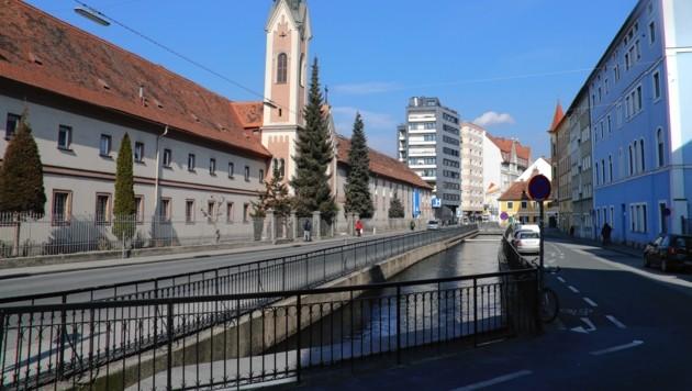 Der komplette Mühlgang in Graz soll zugeschüttet, die neuen, großen Flächen für die Grazer nutzbar gemacht werden. Eine Möglichkeit ist eine Radautobahn vom Norden in den Süden. (Bild: Juergen Radspieler)