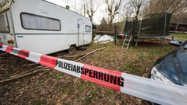 Mehrere Parzellen am Campingplatz wurden von den Ermittlern durchsucht. (Bild: APA/dpa/Christian Mathiesen)