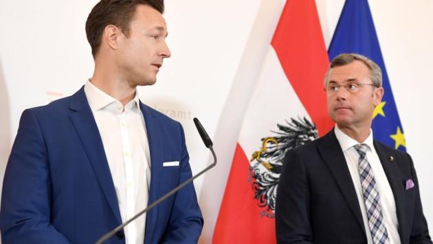 Gernot Blümel (ÖVP, links) und Norbert Hofer (FPÖ) (Bild: APA/Roland Schlager)
