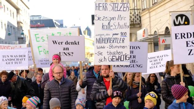 Demonstranten aus allen Altersgruppen und Landesteilen marschierten auf. (Bild: Horst Einöder)