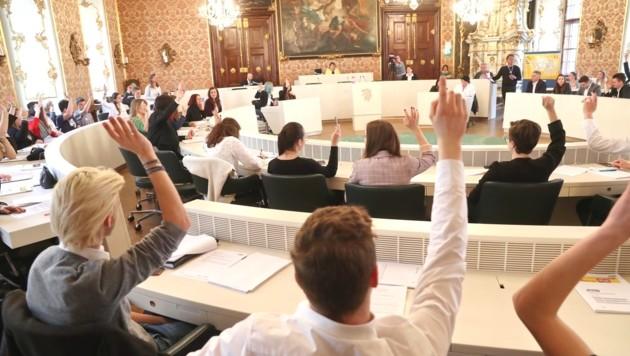 Die Ausschüsse hatten ihre Themen glänzend vorbereitet. Deshalb wurden am Freitag alle Anträge mit 90 bis 100 Prozent der Stimmen angenommen. Jetzt ist der Erwachsenen-Landtag am Zug. (Bild: Pail Sepp)