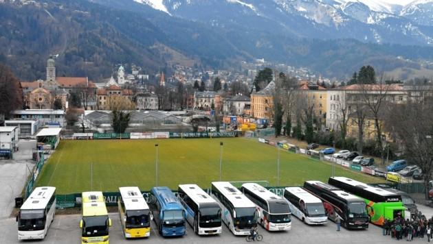 Ein Busparkplatz raubt Anrainern den Schlaf. (Symbolbild) (Bild: Andreas Fischer)
