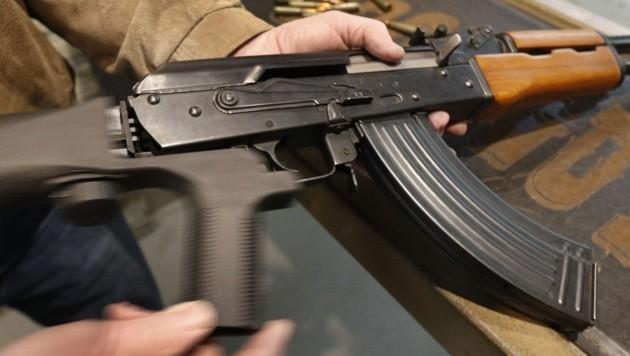 Eine Kalaschnikow wurde im Haus des Steirers gefunden (Symbolbild) (Bild: AFP (Symbolbild))