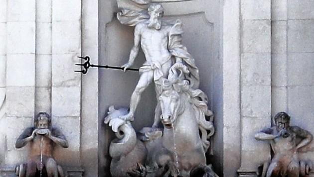 Die Kapitelschwemme am Kapitelplatz mit Wassergott Neptun und den zwei Tritonen an der Seite (Bild: Markus Tschepp)