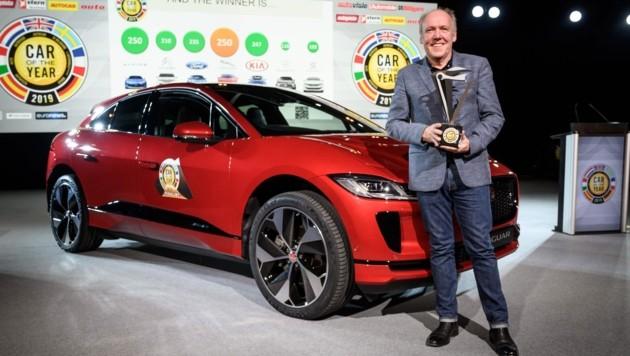Der Jaguar I-Pace mit Jaguar-Designchef Ian Cullum (Bild: AFP or licensors)