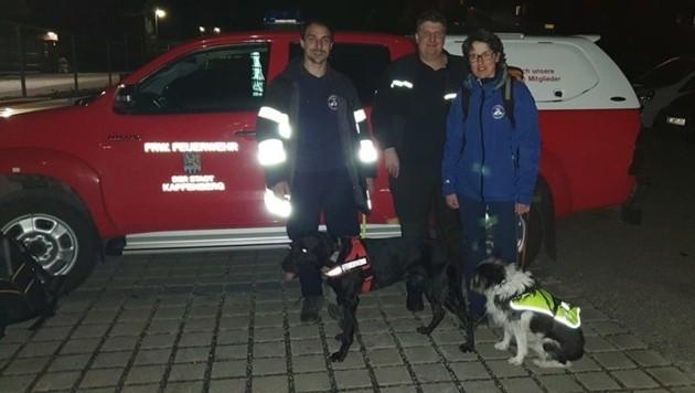 Auch zwei Hundeführer der Stadtfeuerwehr Kapfenberg waren mit ihren Tieren im Sucheinsatz (Bild: FF Kapfenberg-Stadt)