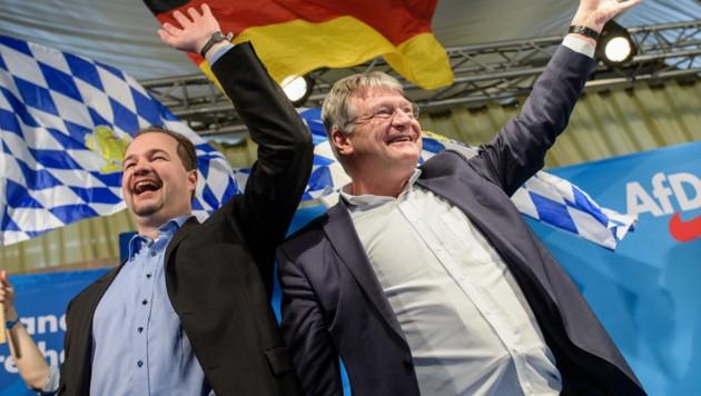 Martin Sichert, Landesvorsitzender der AfD in Bayern (li.), und Jörg Meuthen, Bundesvorstandssprecher der AfD und EU-Spitzenkandidat (Bild: APA/dpa/Matthias Balk)