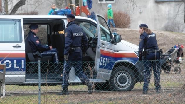 Polizeieinsatz im Grazer Volksgarten (Bild: Elmar Gubisch)