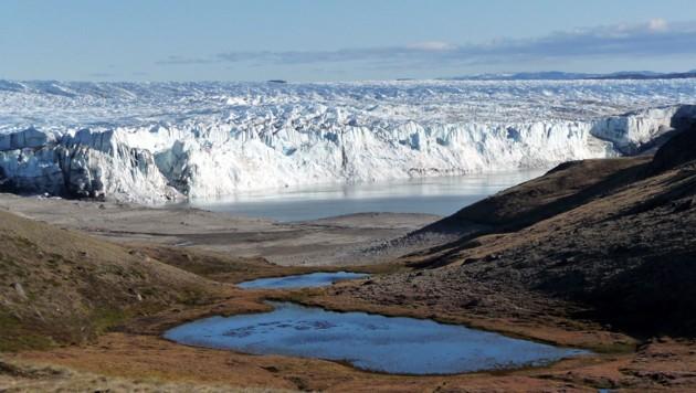 Gletscherkante in Grönland (Bild: © Tim Brücher, GEOMAR Helmholtz Centre for Ocean Research Kiel)