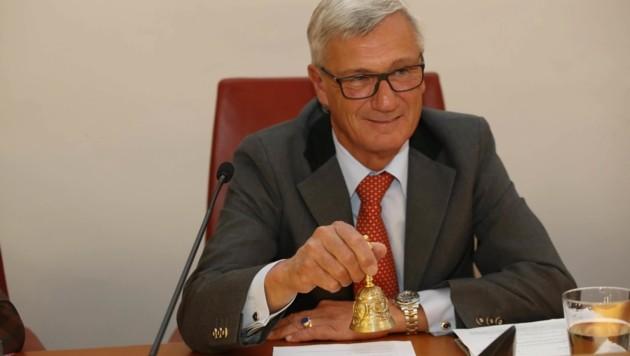 Stadtchef Harald Preuner (ÖVP) läutet am Montag die Sitzung ein. (Bild: Tschepp Markus)