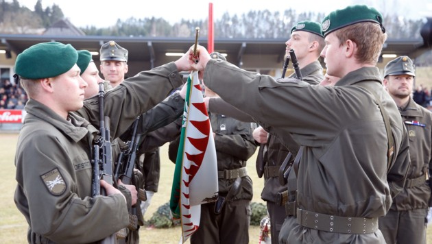 Jungsoldaten bei der Gelöbnisformel (Bild: LPD/Oskar Höher)