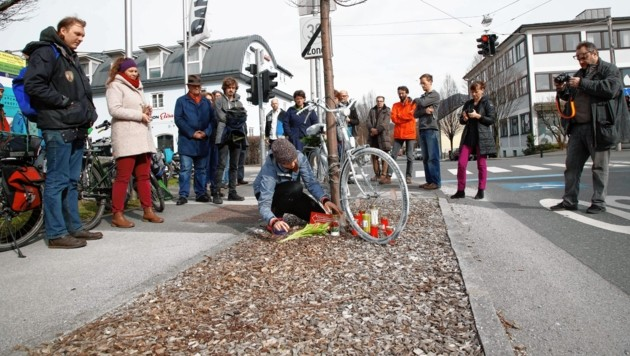 Etwa zwei Dutzend Personen kamen zur Unfallstelle in der Vogelweiderstraße (Bild: Markus Tschepp)