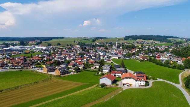 Straßwalchen im Flachgau gehört mit drei neuen Bürgermeister-Kandidaten zu den spannendsten Orten der Wahl. (Bild: Fesl Manfred)
