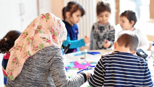 Integrationsassistenten helfen. Jedes vierte Grazer Kindergartenkind mit Deutschproblemen. (Bild: Uwe Anspach / dpa / picturedesk.com)