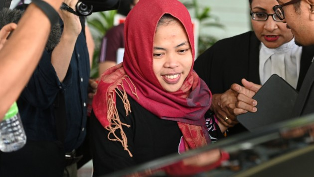 Die Indonserin Siti Aisyah kann ihr Glück kaum fassen: Überraschend wurde sie als Verdächtige im Mord am Halbbruder von Kim Jong Un freigelassen. (Bild: AFP)