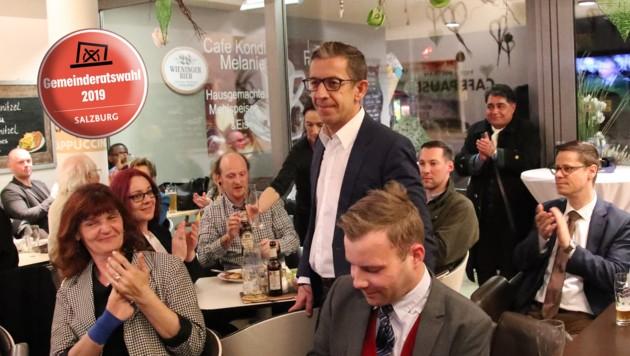 Bei der blauen Wahlparty gab's Beifall für Andreas Reindl - bereits der Schlussapplaus? (Bild: ANDREAS TROESTER)