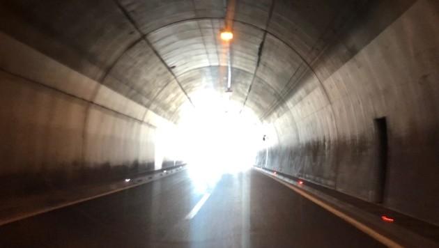 Der Lkw raste im Tunnel davon (Bild: Elisabeth Nachbar)