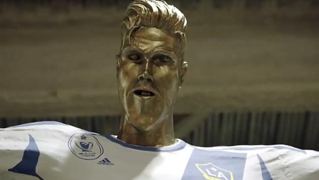 Die Beckham-Statue ist einfach potthässlich. (Bild: youtube.com)