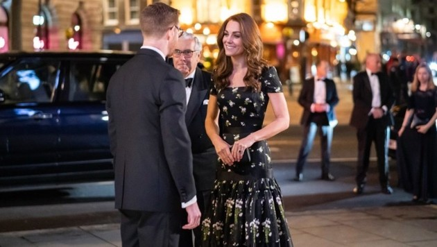 Herzogin Kate zog mit ihrem Outfit in London alle Blicke auf sich. (Bild: twitter.com/KensingtonRoyal)