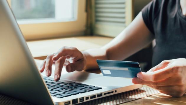 Ein Familienvater (32) tappt mit seiner Kreditkarte in eine Abo-Falle. (Symbolbild) (Bild: ©kkolosov - stock.adobe.com)