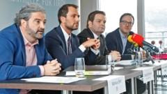 Markus Sint (Liste Fritz), Georg Dornauer (SPÖ), Markus Abwerzger (FPÖ) und Dominik Oberhofer (NEOS). (Bild: Christof Birbaumer / Kronenzeitung)