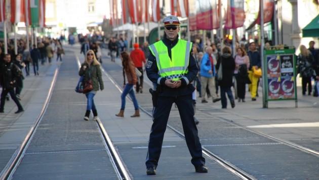 123 Polizisten gibt es heuer in der Steiermark zusätzlich. Die Zahl soll weiter steigen. Vor allem Graz hat Bedarf. (Bild: KRONEN ZEITUNG)