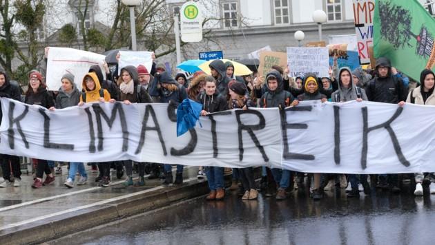 In Linz demonstrierten gestern mehr als 3000 junge Menschen für mehr Umweltschutz. (Bild: Horst Einöder)