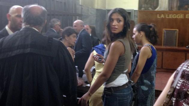 Imane Fadil beim Prozess gegen Ex-Premier Silvio Berlusconi (Bild: AFP)