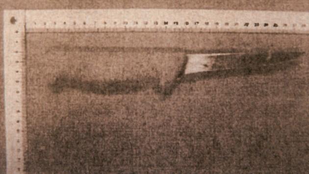 Das Messer, mit dem der Todesstich geschah (Bild: Andi Schiel)