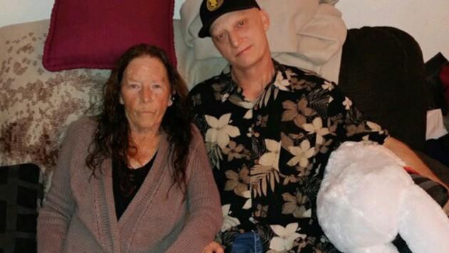Dieses Foto, das Michael R. White mit seiner Mutter Joanne zeigt, wurde vom Anwalt des US-Amerikaners veröffentlicht. (Bild: AP)