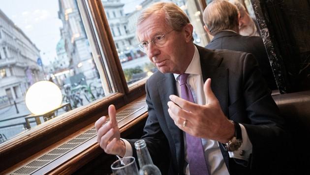 Landeshauptmann Wilfried Haslauer (ÖVP) will die Sperrstunde nach hinten verschieben. (Bild: APA/GEORG HOCHMUTH)