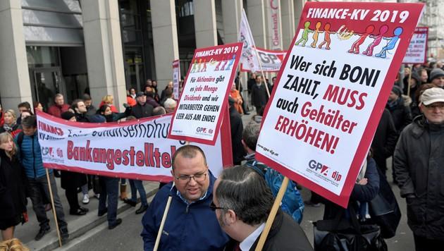 Eine Versammlung von Bankangestellten anlässlich der jüngsten KV-Verhandlungsrunde in Wien