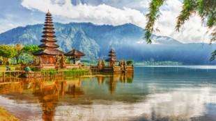Der bekannte Wassertempel Pura Ulun Danu auf Bali (Bild: ©Olga Khoroshunova - stock.adobe.com)