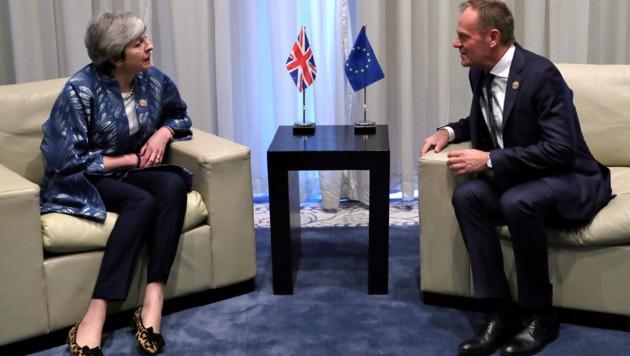 Premierministerin May, Ratspräsident Tusk (Bild: ASSOCIATED PRESS)