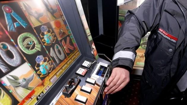 Finanzpolizei kontrolliert Spielautomaten