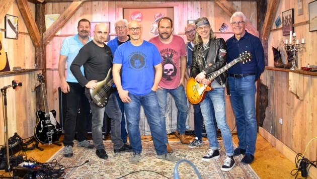 """Der Jazzer Rob Bargad (in der ersten Reihe mit dem blaues T-Shirt) spielte mit der """"Tobacco Road Blues Band"""". (Bild: TRBB)"""
