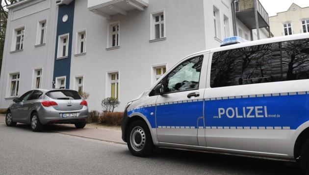 Eine 18-Jährige ist auf der Insel Usedom getötet worden. Sie wurde mit Schnittverletzungen in ihrer Wohnung gefunden. (Bild: APA/dpa-Zentralbild/Stefan Sauer)