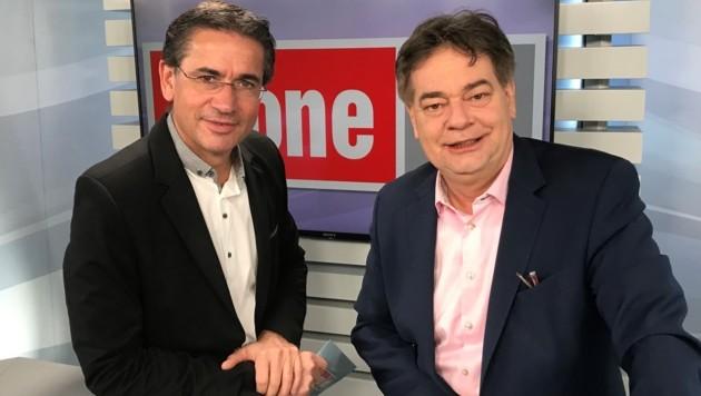 Werner Kogler (rechts) mit krone.tv-Moderator Gerhard Koller (Bild: krone.tv)