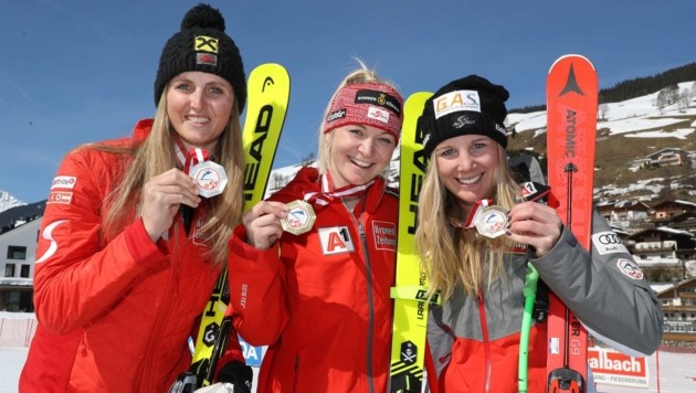 Damen-Podest: Siegerin Rädler (Mitte), Ortlieb (li.) und Rettenwender (re.) (Bild: GEPA pictures/ Andreas Pranter)