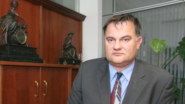 Der Linzer Anwalt Roland Gabl verteidigt den 34-jährigen Polizisten (Bild: Kronen Zeitung)