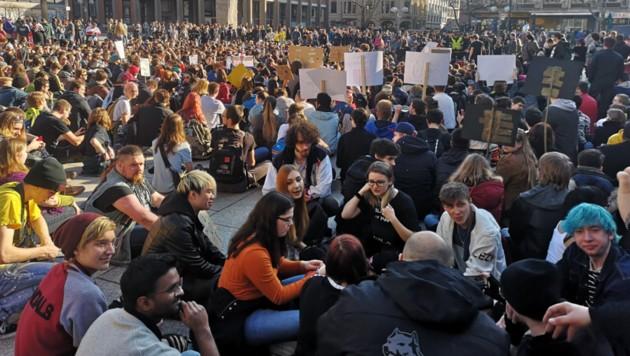 Am 23. März werden - wie hier Anfang März in Berlin - in ganz Europa Tausende gegen die Urheberrechtsreform demonstrieren. (Bild: twitter.com)
