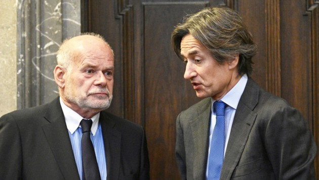 Ex-Finanzminister Karl-Heinz Grasser mit seinem Anwalt Manfred Ainedter (Bild: APA/Hans Punz)