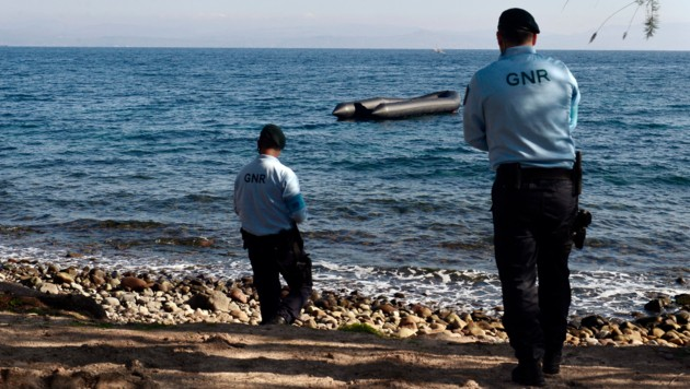 Beamte der Grenzschutzagentur Frontex in Griechenland (Bild: AFP)