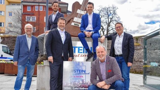 Hugo Neuhauser, Stefan Pühringer, Thomas Ebner, Helmut Naschberger, Peter Gossner, BM Martin Krumschnabel (v.li.). (Bild: Hubert Berger)