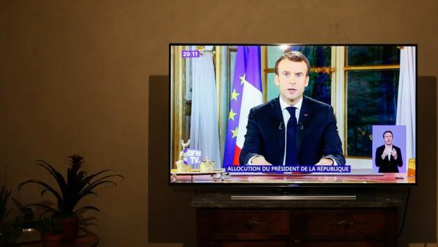 Emmanuel Macron - hier im privaten französischen TV (Bild: AFP )